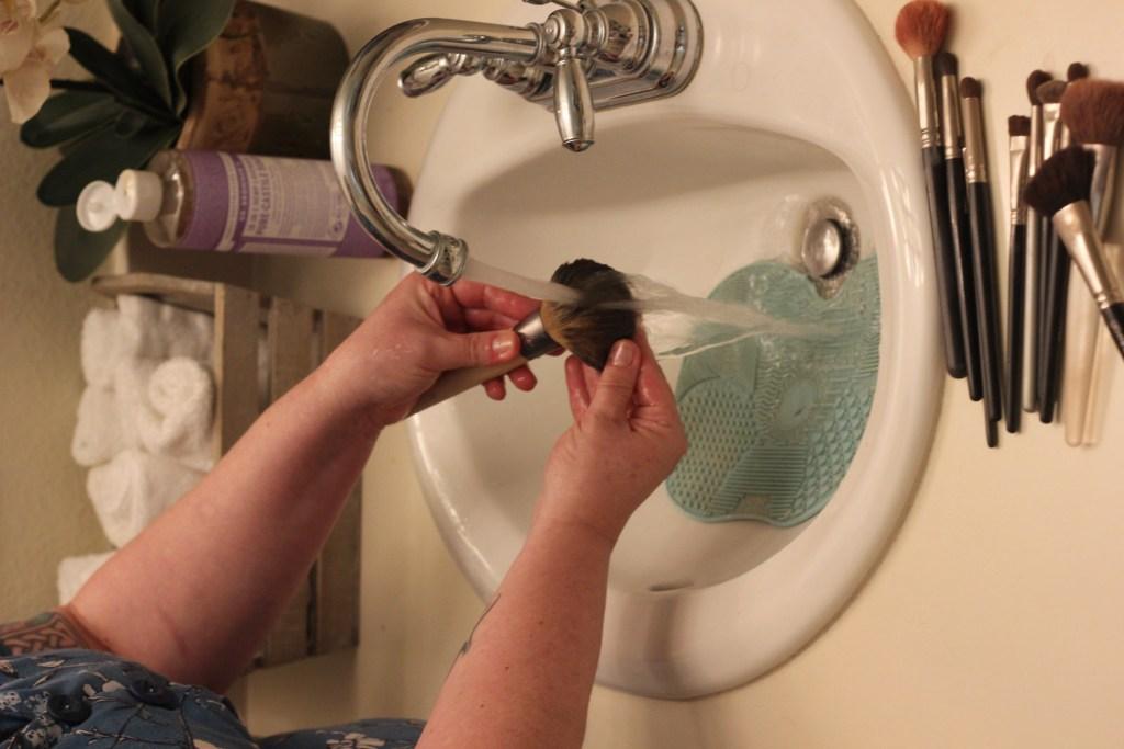 Rinsing clean a makeup brush